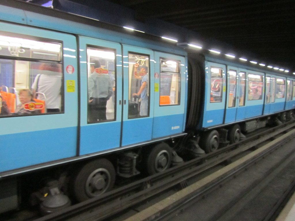 pictures of subway cars, subway in chile