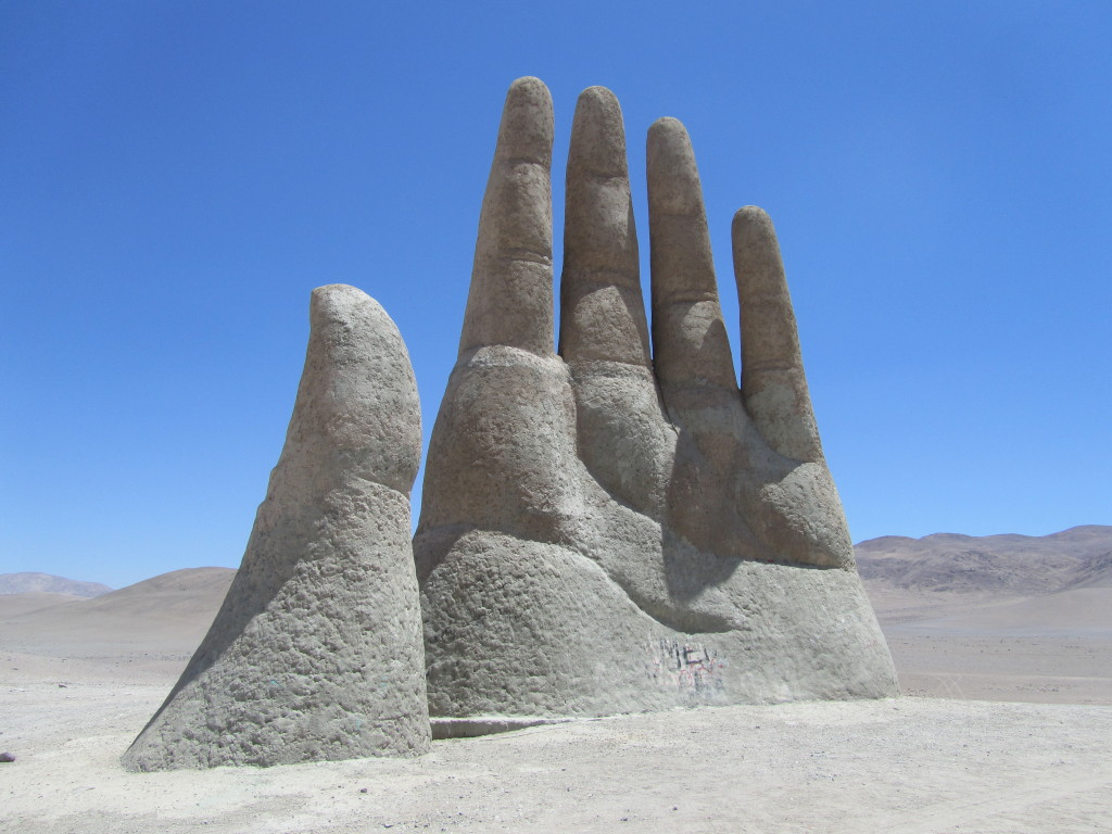 hand in the desert, la mano del desierto, desert hand antofagasta, desert hand atacama, hand in the middle of the desert, atacama desert antofagasta
