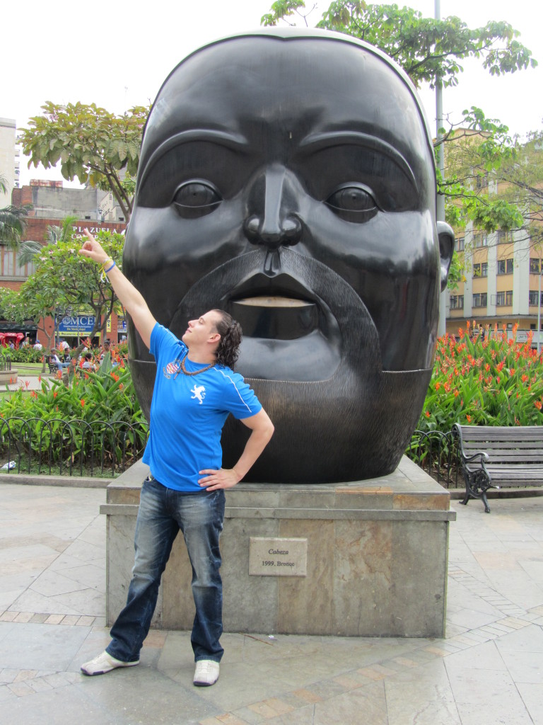 plaza botero, pictures of medellin, pictures of colombia, plaza botero medellin, botero sculptures, fat people statues, fat people sculptures