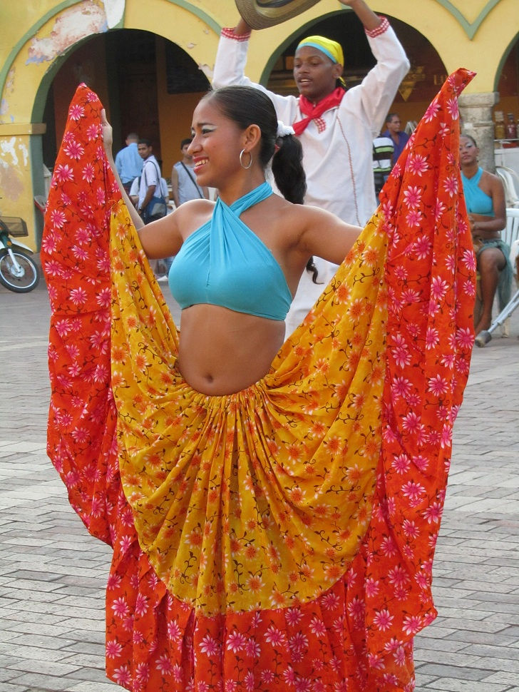 dancers in cartagena, cartagena pictures, main square cartagena