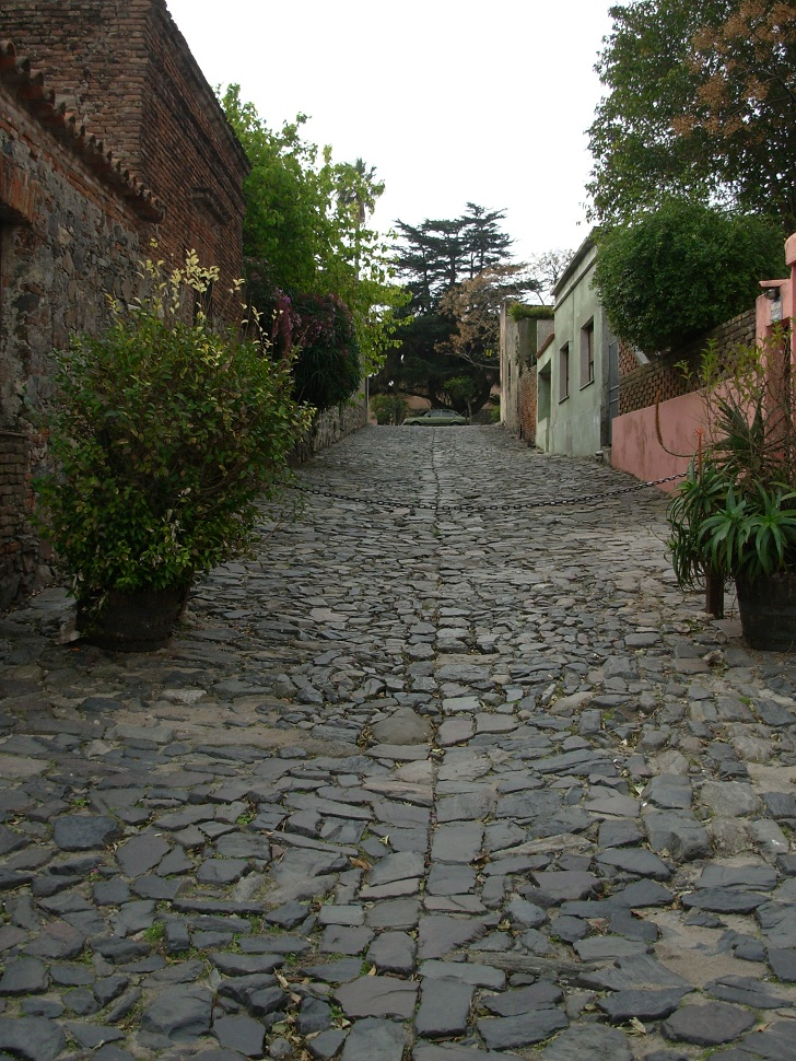 Colonia uruguay, pictures of Colonia, things to do in uruguay, uruguay tourist attractions, cobble streets