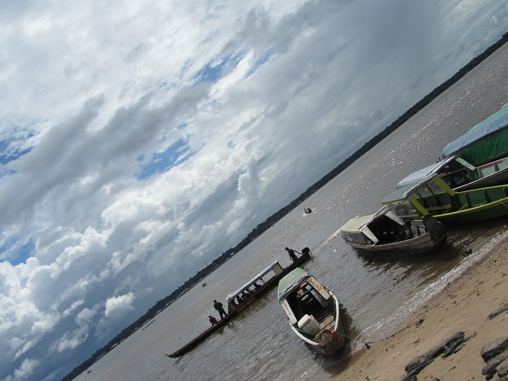 how to cross the suriname french guyana border, pictures of suriname, pictures of french guyana, boats in south america