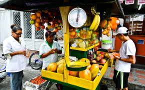 fruit cart in colombia