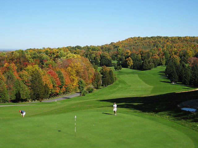 640px-Golf_course_-_Green_Lakes_State_Park