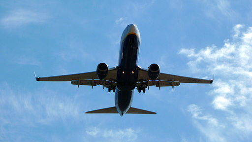 airplane flying from wikicommons