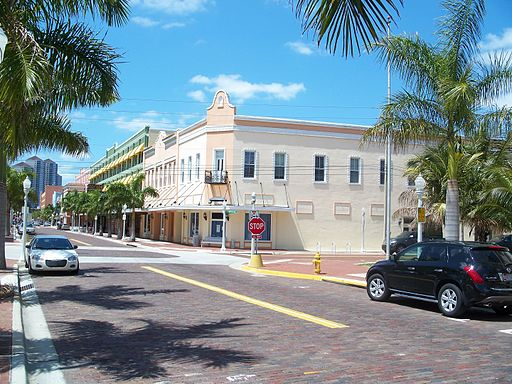 Fort_Myers_FL_Downtown_HD_street03