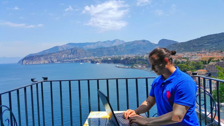 Mobile trading office in Sorrento