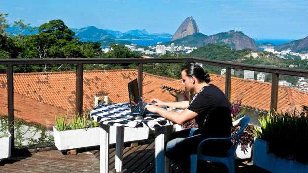 Mobile trading office in brazil